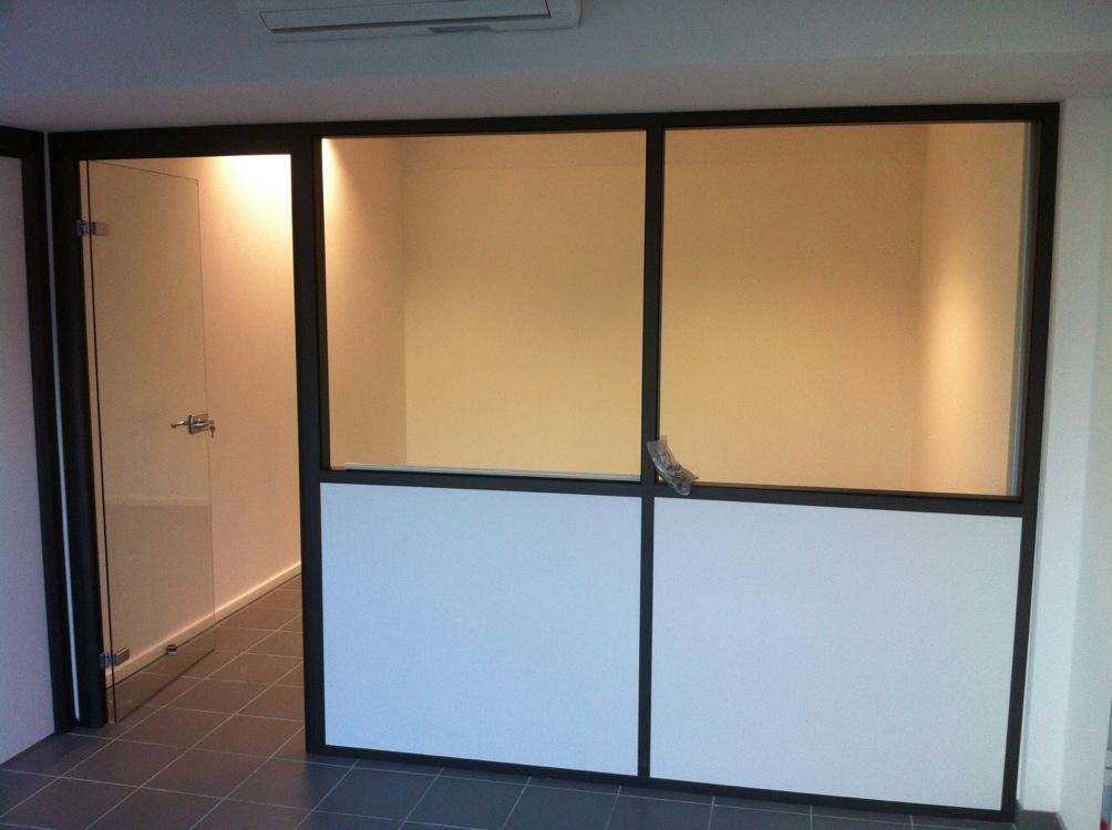 cloison avec porte top cloison coulissante en verre ou bois pour la maison moderne with cloison. Black Bedroom Furniture Sets. Home Design Ideas